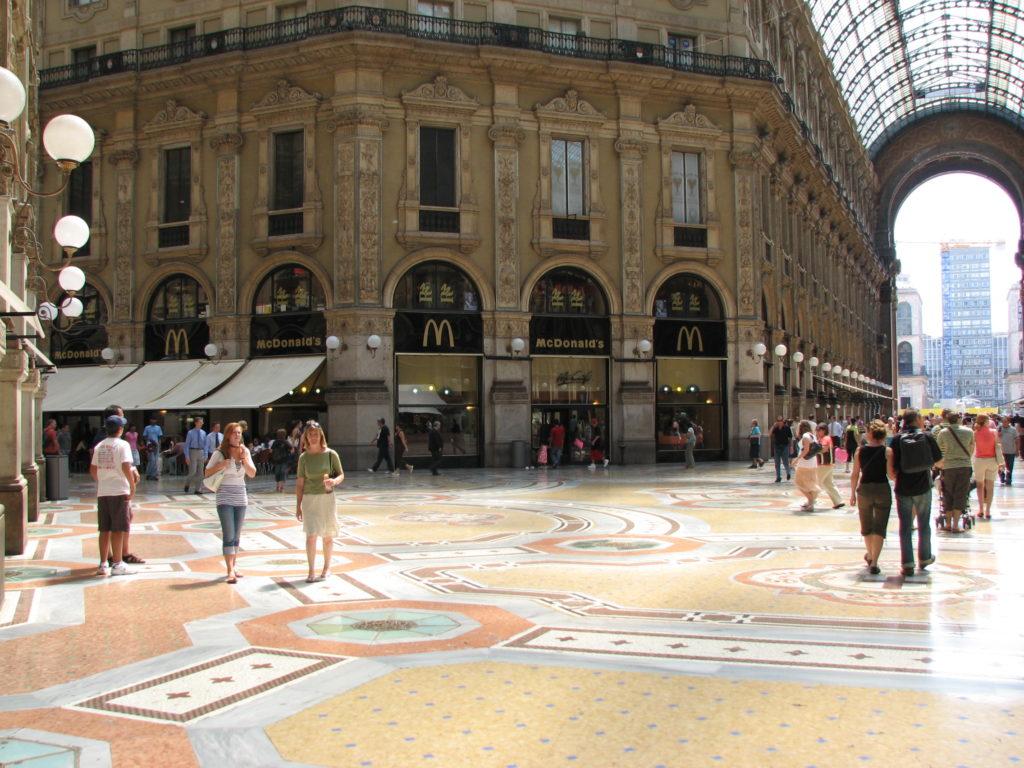 McDonald quando era presente nella Galleria Vittorio Emanuele II a Milano