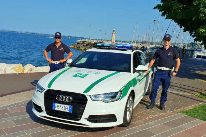 agenti della polizia milanese