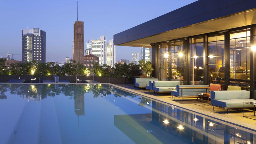 La piscina del ristorante bar Ceresio 7