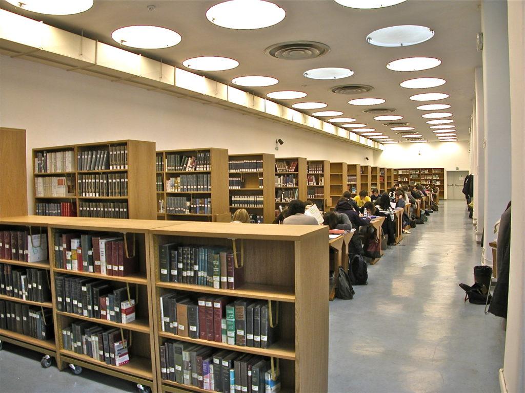 Biblioteca all'interno di Palazzo Sormani Milano