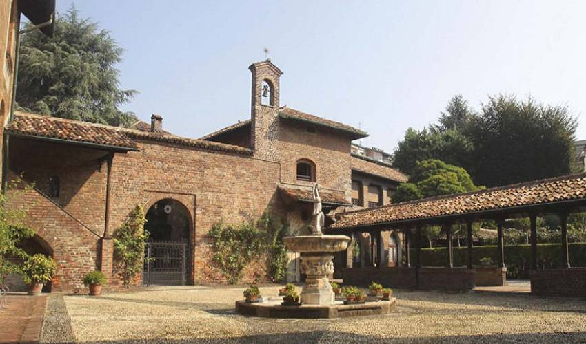 l'esterno di Villa Mirabello a Milano con la fontana