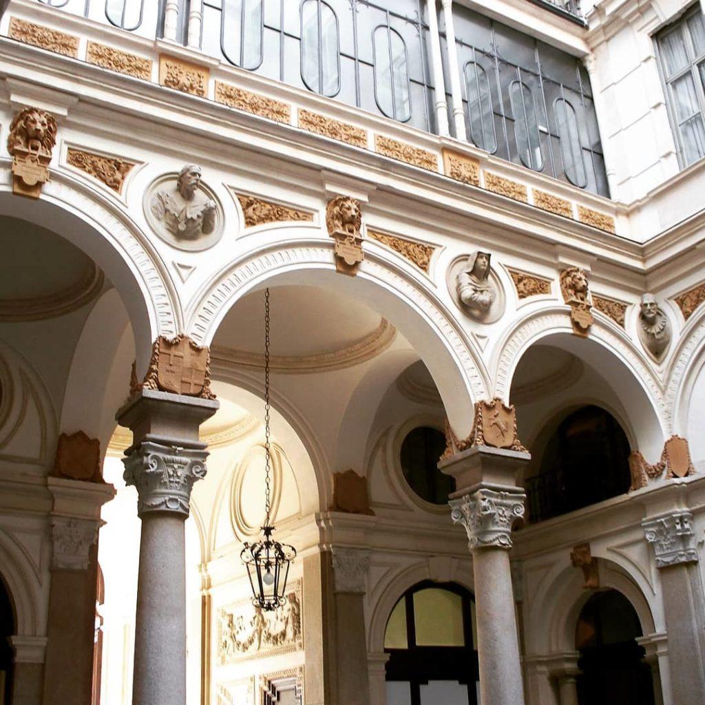 """Palazzo Luraschi, i busti de """"I Promessi Sposi"""""""