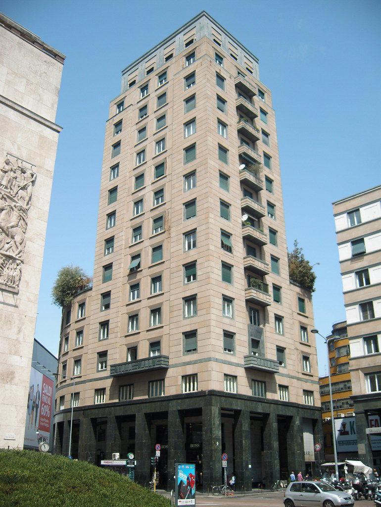 Torre Snia Viscosa in piazza San Babila Milano