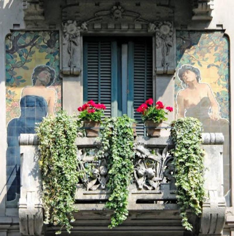 particolare la facciata di Casa Galimberti in stile liberty