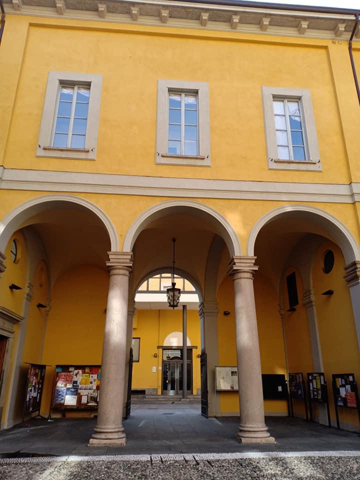 portico del Palazzo Resta Pallavicino a Milano