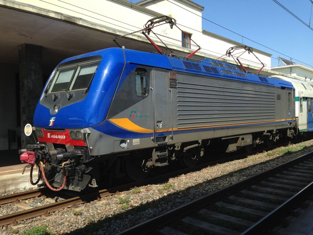 Locomotiva E464